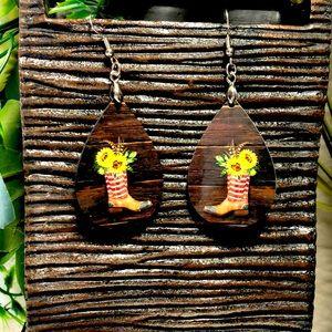 Teardrop wooden earrings